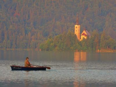 朝一でボート@ブレッド湖