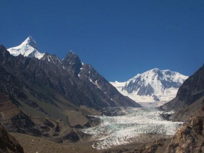 白いパスー氷河