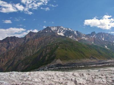 大氷河に乗っかる山々@ラカポシB.C.