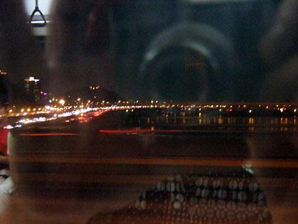 地下鉄から見えた漢江(ハンガン)の夜景