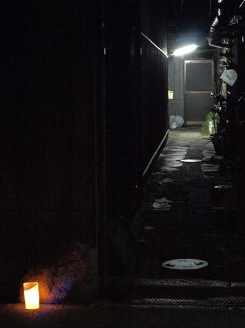 万灯祭の夜の路地裏