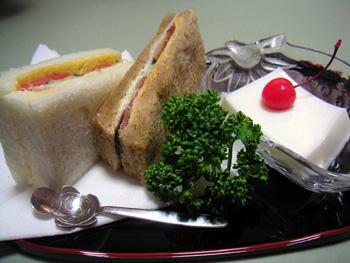 サンドイッチと杏仁豆腐