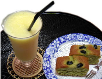 黒豆ケーキ&パイナップルジュース