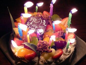 バースデーケーキ(ロ-ソクを点けて)