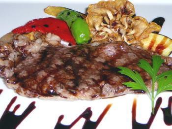 牛ロース肉のステーキ