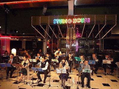 クリスマスソングを中心に、JAZZやボサノバを・・・♪