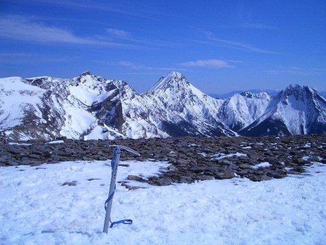 硫黄岳山頂より赤岳を望む