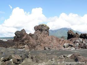 溶岩流からなる奇岩♪