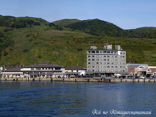フェリーから見た礼文島とホテル♪
