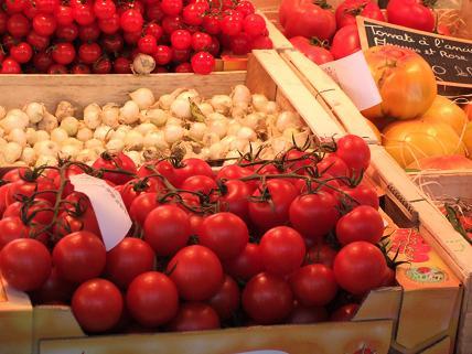 シャモニ朝市トマト