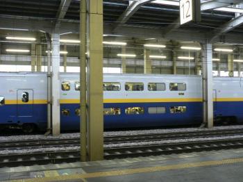 向こうの新幹線
