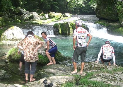 菊池渓谷で水遊び