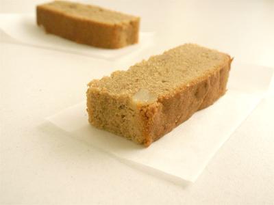 くるみときな粉のスパイスケーキc