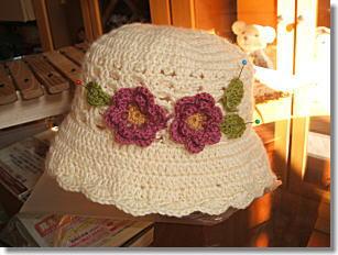 お花モチーフの帽子