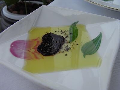 オリーブオイル、バルサミコ、黒胡椒
