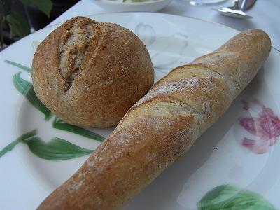 フルーツの天然酵母を使ったフランスパン、ライ麦のパン