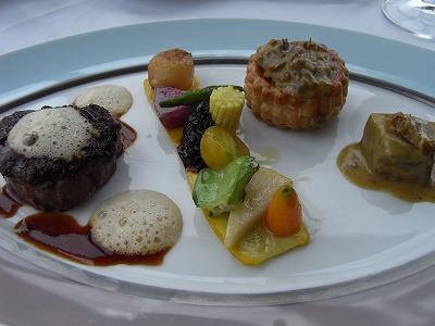 仔牛フィレ肉のモリーユ風味とマドラス風味のキャソレット仕立て