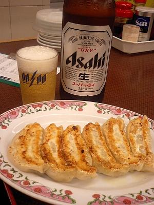 瓶ビールと餃子