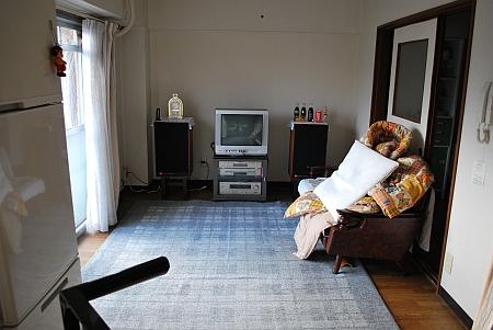恒例の部屋掃除から一日が始まる。