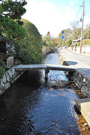 上賀茂神社を出て東へ