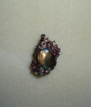 玉虫色の石1