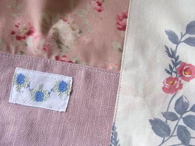 ⑤サーモンピンクのリネンにフランスヴィンテージバラ