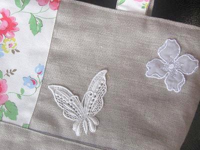 ⑨蝶とお花のモティーフ