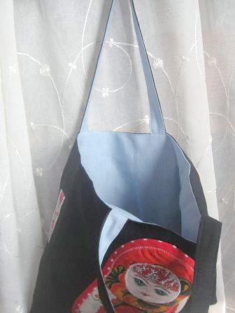 ①マトローショカ内布水色