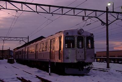 妖艶に輝く電車
