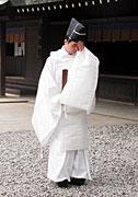 Shinto_priests.jpg