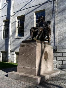ジョン・ハーバード像