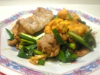 豚肉、卵、ニラの韓国風炒め物
