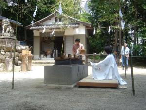 湯立て祭のお祈り中