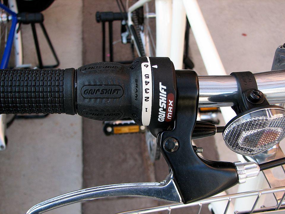 しかし、いいオジサンが若作りしてミニベロに乗っているのはどうなの? と以前から思ってました。 それで今回は、普通の自転車を購入することにしました。