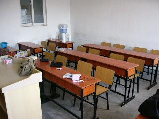 留学生の教室:10人程度学生が入れます