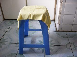 椅子にかけた干豆腐