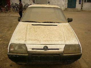 砂ですっかりよごれた車