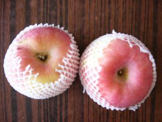 思わず買ってしまったリンゴ(富士ブランド)~2個で3.5元