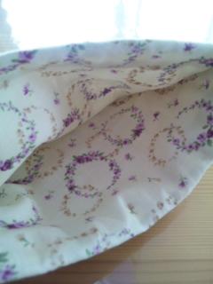 パープルのサークル小花