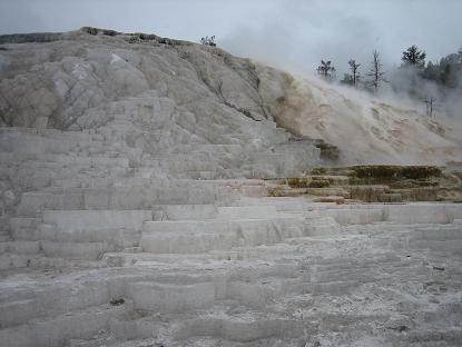 雪の白さではありませんよ~石灰です