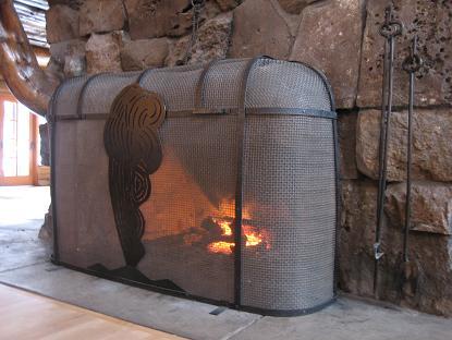 寒かったから暖炉の周りは人気でした