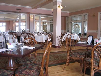 レストランも広い