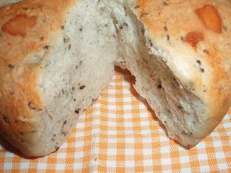 黒ゴマチーズ炊飯器パン2