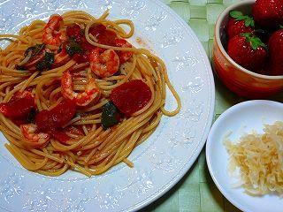 エビと小松菜のトマトソースパスタ