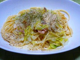 白菜とサーモンのクリームパスタ