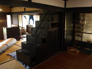 2階段箪笥暗