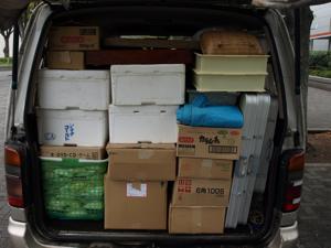 荷物を積み込む