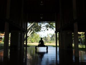 20うさとサイアム 瞑想場シルエット