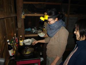 6ホイプロイ・懐中電灯で調理