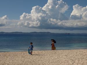 3沖縄久高島海岸家族1